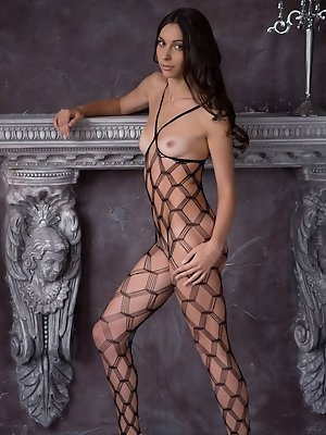The intricate weave on Magali...