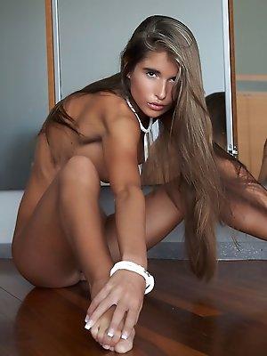 Stunning Nessa flaunts her amazing...
