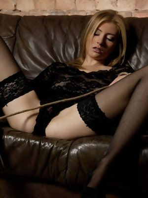 Vanessa O sensually masturabates on...